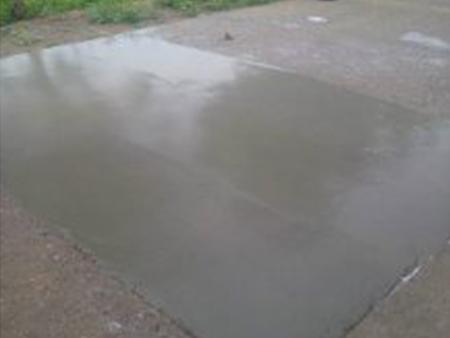 修補水泥道路地面坑洞