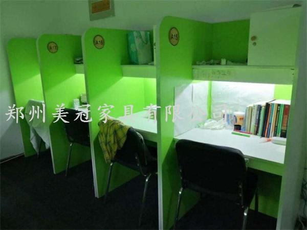 安徽备考自习室桌子
