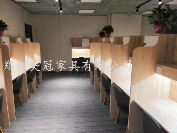 安徽考研自习室桌子