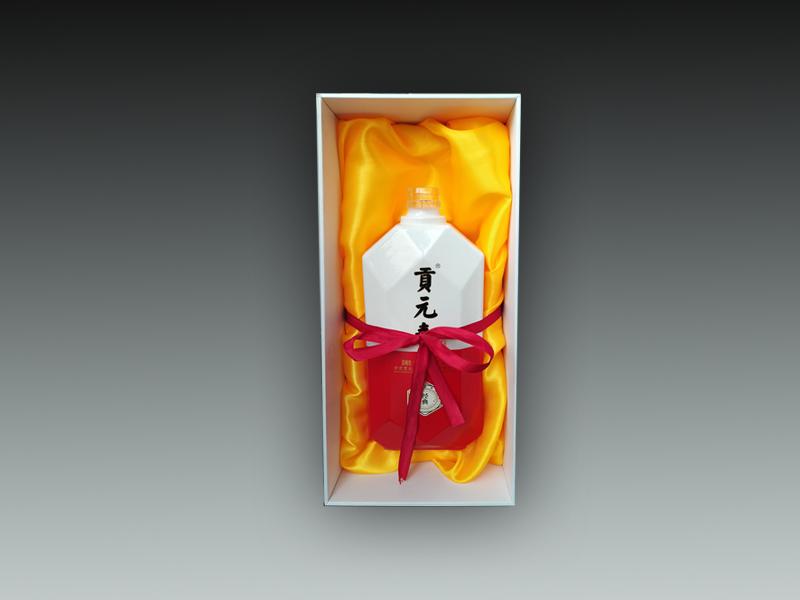 貢元春酒盒設計