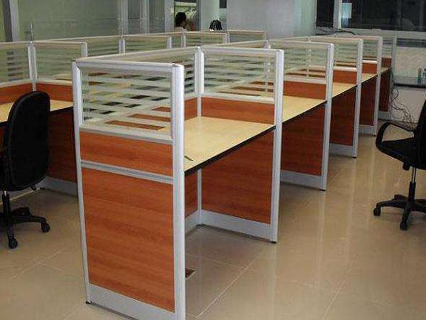 河南带隔断的工位桌