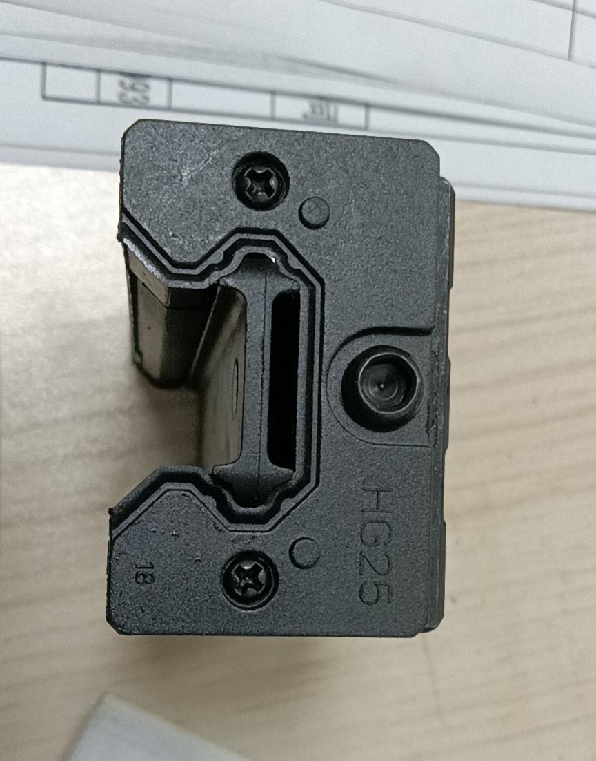 低組裝直線導軌滑塊 EGH15-EGH25