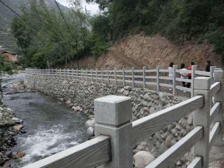 兰州水泥护栏