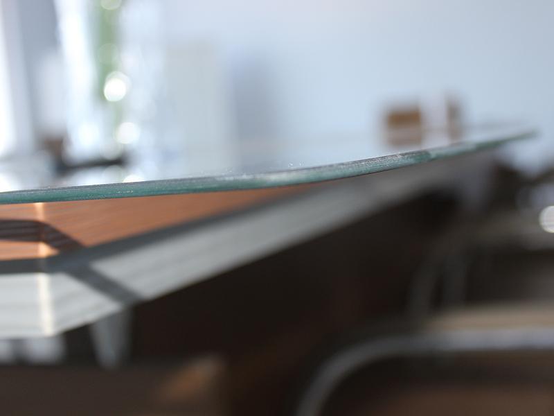四点教您如何购买好的高清控制面板钢化玻璃!