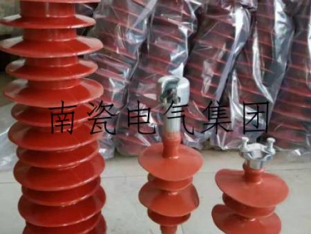 复合绝缘子的材料及绝缘子片数与电压等级的关系